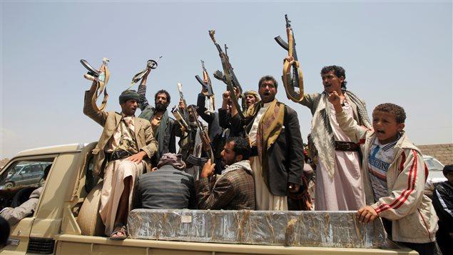 Des combattants houthis, à Sanaa, au Yémen
