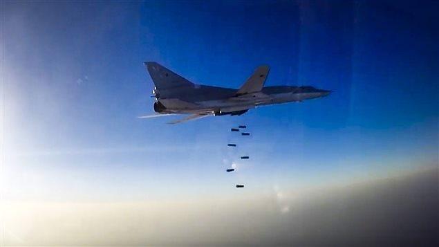 Un appareil russe au-dessus de la région d'Alep en Syrie.
