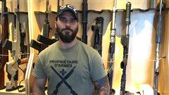 Les armes de poing et de style militaire gagnent en popularité
