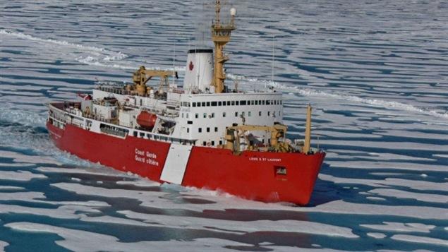 Le brise-glace Louis S. Saint-Laurent en mission dans l'océan Arctique