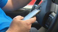 Ottawa ne criminalisera pas l'usage du cellulaire au volant