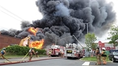 Incendie à Longueuil: pas de danger pour la santé des résidents, selon les autorités