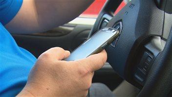 Les utilisateurs de cellulaire au volant dans la mire des policiers cette semaine