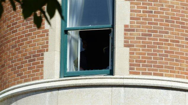 Une femme bless e par de la vitre du delta bessborough de for Ouvrir fenetre javascript