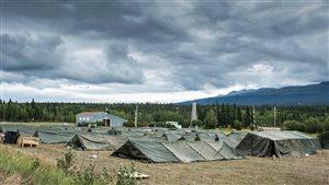 tentes d'un camps militaire