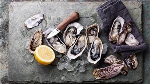 Les huîtres font de parfaites entrées lors d'un repas de Saint-Valentin.