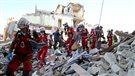 Les sauveteurs tentent de trouver des survivants en Italie