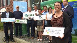 Les nouveaux membres du programme économie verte du nord prennent la pose.
