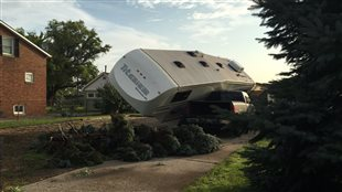 Les dégâts de la tornade sur la rue Riberdy à Windsor sont concentrés entre les rues Seymour et Sydney