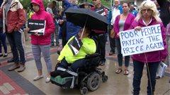 Unrassemblementà Saskatoondénonceles compressions aux services sociaux