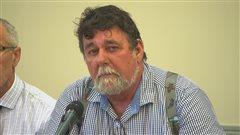 Le maire de Port-Menier, John Pineault
