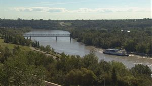 La rivière Saskatchewan-Nord à Edmonton en Alberta.