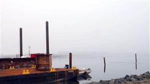 barge au quai de Matane
