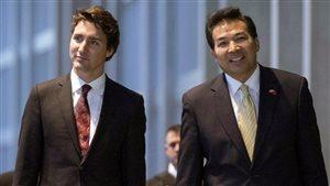 Le premier ministre Justin Trudeau en compagnie de l'ambassadeur chinois au Canada Luo Zhaohui Photo: Justin Tang La Presse canadienne