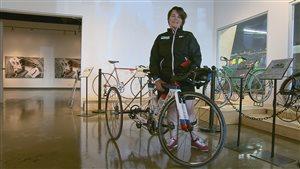Marie-Ève Croteau et son nouveau vélo adapté