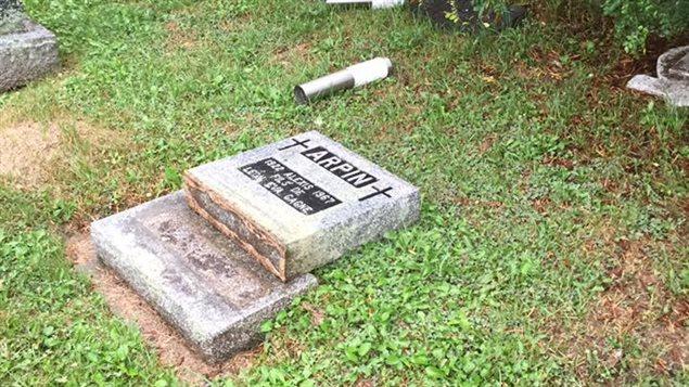 Vandalisme au cimetière de Béarn