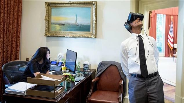 Le président américain Barack Obama expérimente la réalité virtuelle