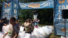 De la mousse et de la boue à l'honneur au 2e <em>Foam Fest</em> à Vallée du Parc