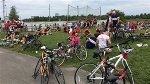 Des centaines de cyclistes ont franchi le fil d'arrivée du 27e Vélo tour.