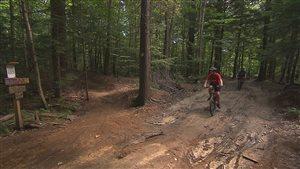 Vélo de montagne dans les sentiers du centre Énergie CMB à Trois-Rivières