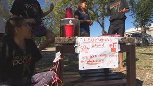 Des jeunes de Regina vendent de la limonade, afin de pouvoir s'acheter des fournitures scolaires.