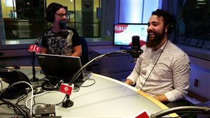 Olivier Lambert à l'émission 360 PM aux côtés de la chroniqueuse Elyse Allard.
