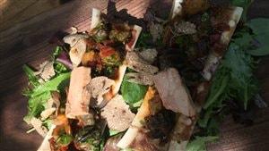 Os à la moelle, foie gras, escargots et truffes noires