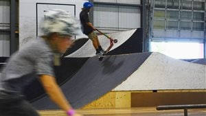 La trottinette acrobatique, en vogue chez les jeunes
