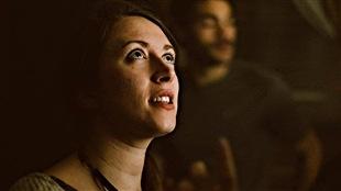 La réalisatrice Ariane Louis-Seize-Plouffe pendant le tournage du court-métrage « La peau sauvage », qui est en compétition officielle au TIFF.