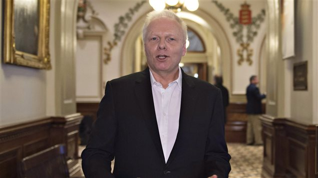 Jean-François Lisée, député de Rosemont et candidat à la direction du Parti québécois, en mai 2016 dans les couloirs de l'Assemblée nationale à Québec