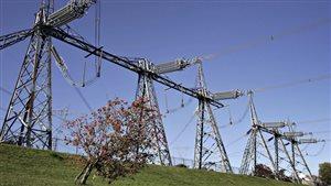 Des lignes de transport d'électricité à Churchill Falls