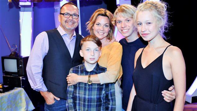 La famille Dubé de la série Mes petits malheurs au visionnement de presse de la série