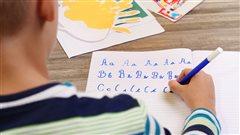 Et si les enfants n'apprenaient qu'un seul type d'écriture?
