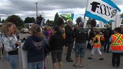 Des auxiliaires en santé et services sociaux manifestent à Laval