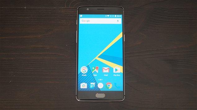 Le téléphone intelligent OnePlus 3