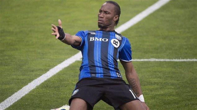 Didier Drogba en pleine action.