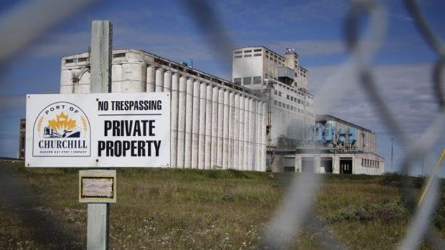 Le gouvernement fédéral a vendu le port de Churchill à Omnitrax en 1997.