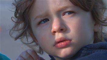Le petit Blake pleure la fermeture de sa prématernelle