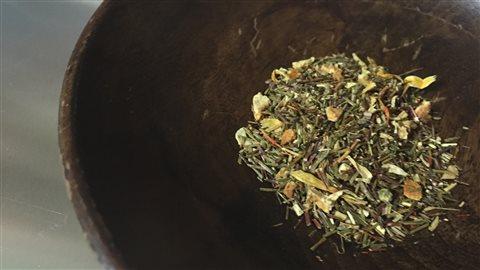 Le thé est emballé à Azilda.