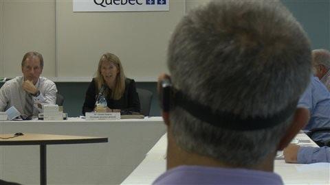 Chantale Duguay, PDG du CISSS, répond aux questions de la salle