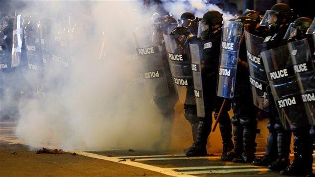 Le gouverneur de l'État, Pat McCrory, a annoncé que la garde nationale serait déployée pour aider les policiers de Charlotte.
