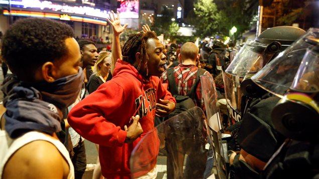 La manifestation a rapidement dégénéré dans le centre-ville de Charlotte.