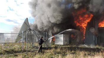 Les agents de la GRC ont tenté en vain d'éteindre l'incendie qui a ravagé la seule épicerie de Shamattawa