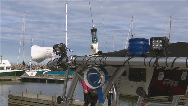 Le bateau est doté d'un équipement technique poussé.