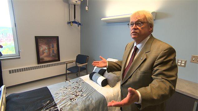 Le ministre de la Santé, Gaétan Barrette, est à Baie-Comeau pour l'inauguration de l'agrandissement du CHSLD Boisvert.