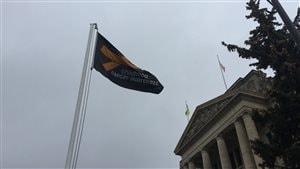 Ce drapeau souligne le mois de la sensibilisation au cancer chez l'enfant