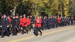 Hommage aux policiers et agents de la force publique à Regina.