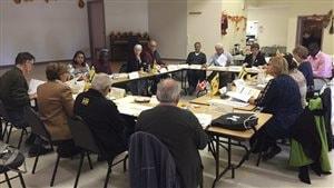 Les députés de l'Assemblée communautaire fransaskoise réunis à Ponteix