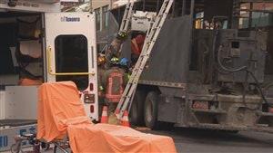 Les secours ont mis une heure à extirper la victime du camion de goudron.