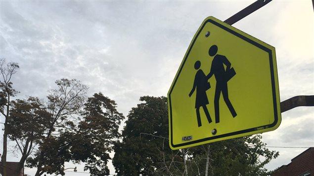 Affiche de zone scolaire à Toronto.